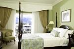 Отель Courtleigh Hotel & Suites