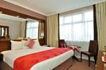 Отель Flannery's Hotel