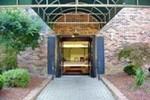 Отель Comfort Suites of Blue Ash