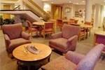 Отель Red Roof Inn & Suites Cincinnati North - Mason