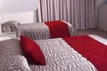 Отель Brougham Heights Motel