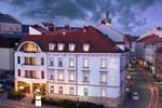 Отель Hotel Trinity