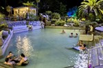 Отель Taupo Debretts Spa