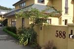 Отель Alhambra Oaks Motor Lodge