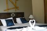 Отель Weekender Villa Beach Resort