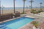 Отель Sunday's Beach