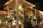 Отель Caravelle Inn & Suites