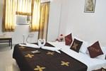 Отель Hotel Deepak