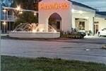 Отель Calloway Inn & Suites