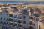 Отель Beach House Inn & Suites