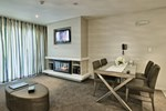Отель The St James Premium Accommodation