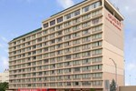 Отель Ramada Cincinnati Downtown/Union Terminal