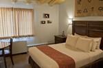 Отель Dude Rancher Lodge