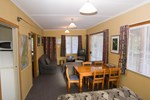 Отель Accommodation Fiordland Self Contained Cottages