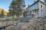 Апартаменты Squaw Cottage by Tahoe Vacation Rentals