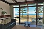 Отель Whispering Sands Beachfront Motel