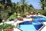 Отель Hibiscus Beach Hotel & Villas