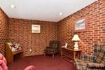Отель Hometown Inn and Suites Cedar Rapids