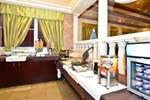 Отель Best Western Plus Travel Hotel Toronto Airport