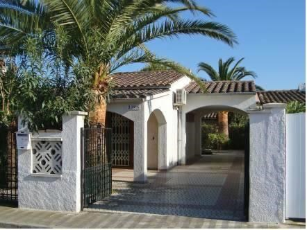 Holiday home Puigmal 239 Empuriabrava
