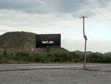 кривые столбы из коряг и реклама сотовый связи / Фото из Доминиканской Республики
