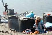 Стирка полотна / Фото из Индии