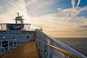 Круизный лайнер в открытом море