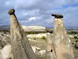 Удивительные грибы со шляпками - символ Каппадокии / Фото из Турции