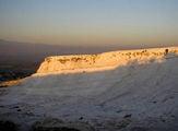Белая гора и оранжевый восход / Фото из Турции