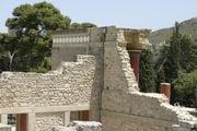 Фрагмент колоннады Кносского дворца / Фото из Греции