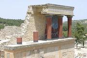 Колоннада и фрагмент фрески Кносского дворца / Фото из Греции