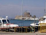 Форт на пирсе, 'запирающий' вход в порт Родоса / Фото из Греции