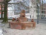 Фонтан с медведями перед Фридрихсвердерше-Кирхе / Фото из Германии