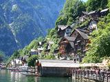 ...нависают над озером / Австрия
