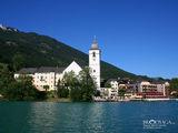 вид на Санкт Вольфганг с озера / Австрия