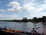 Большая лодка со спас-жилетами / Фото из Венесуэлы