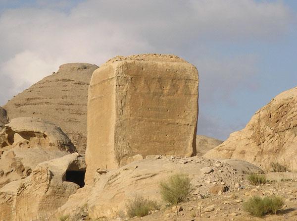 Джин-блок, идол бога Душара / Фото из Иордании