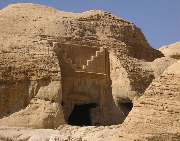 Лестница над гробницей означает подъем души на небо / Фото из Иордании