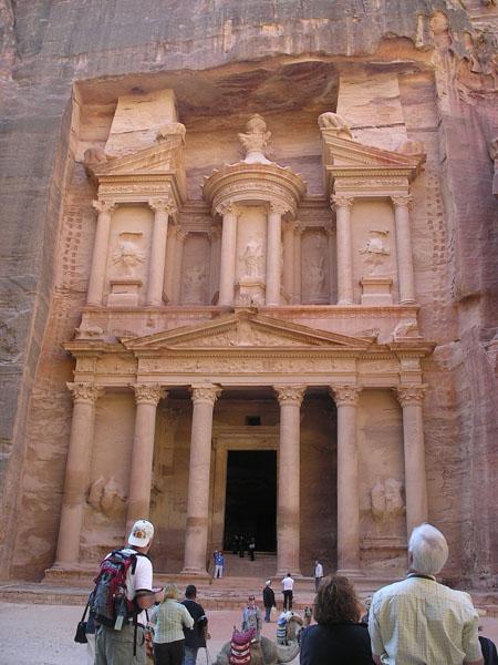 Знаменитый фасад Хазны / Фото из Иордании