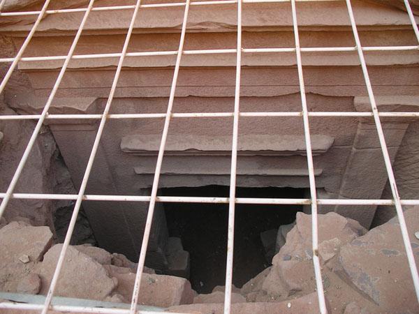 Нижний фасад Хазны был откопан летом 2006 года / Фото из Иордании