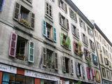 Цветные ставни на старых домах / Фото из Швейцарии