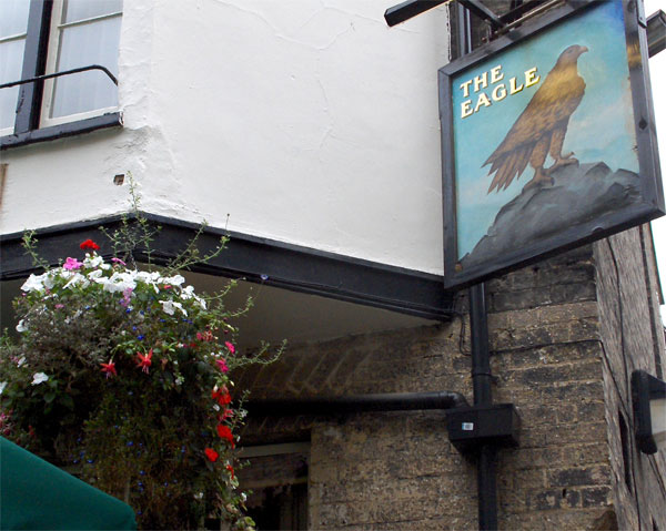 Английский паб The Eagle / Фото из Великобритании