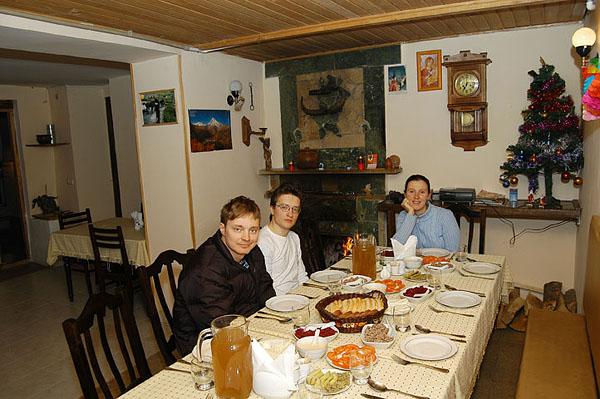 Начало столовой, наш стол у камина / Фото из Грузии