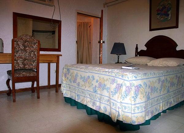 Простой номер в гостинице 'Hotel Maya' на мексикано-белизской границе / Фото из Белиза