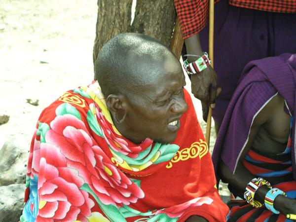Масаи любят яркую одежду / Фото из Кении