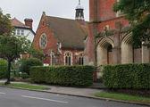 Небольшая уютного вида церковь / Великобритания