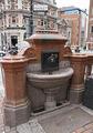 Неработающий уличный питьевой фонтанчик / Великобритания