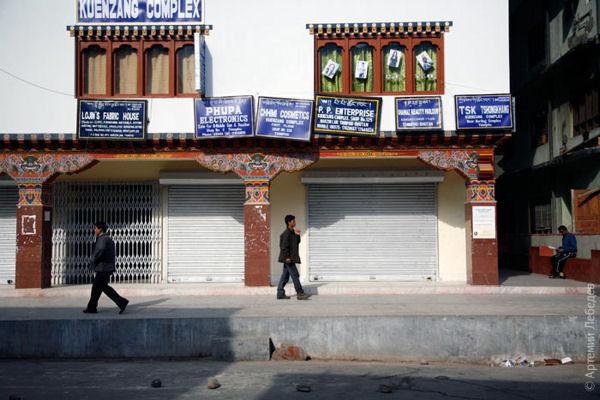 Все вывески однообразны / Фото из Бутана