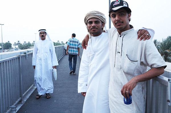 Дружелюбные мужчины / Фото из ОАЭ