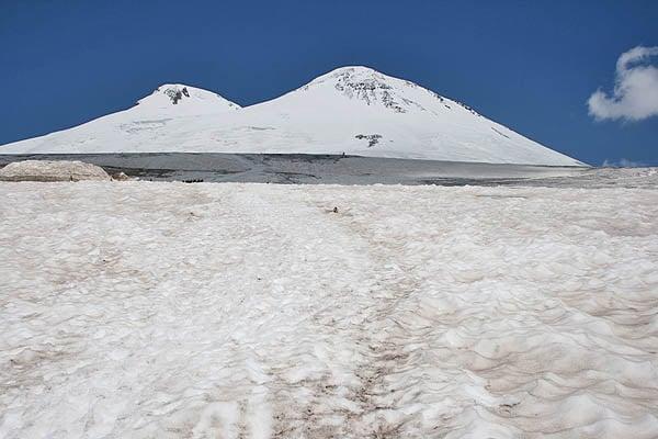 Вид Эльбруса от кромки снегов / Фото из России